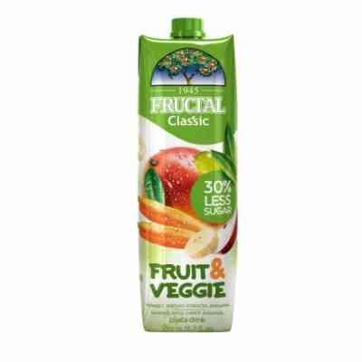 FRUIT & VEGGIE z manga, jablek, mrkve, banánů a bílých hrozn